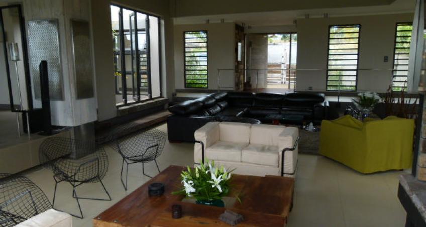 Villa neuve avec piscine au sein d'un morcellement très prisé